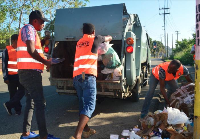 Alcaldía Santo Domingo Norte recoge cientos de toneladas de desechos sólidos