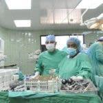 El País.- Jornada de operación Quirúrgica en el Hospital Salvador Gautier.  En foto un operación en la sala de cirugía del hospital. Distrito Nacional. República Dominicana. Hoy 25-10-2010.  Juan Faña.