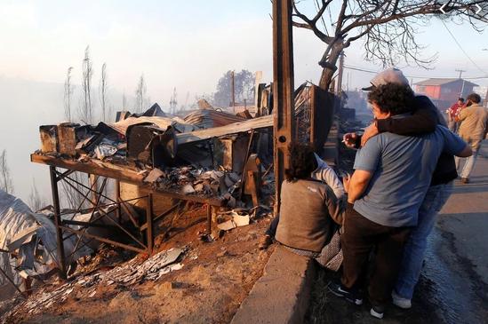 Unas 150 viviendas arrasadas por incendio forestal en Chile