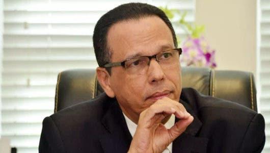 La advertencia del ministro de Educación a colegios por cierre previo a fecha