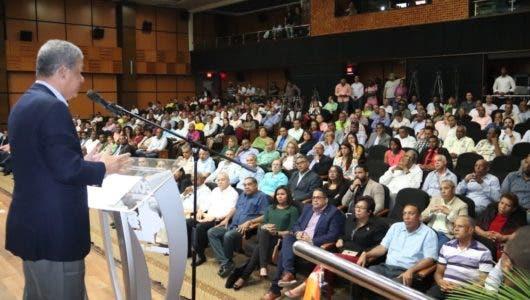 Leonel Fernádez instruye a candidatos municipales a preparar plan de trabajo responda a necesidades de la ciudadanía