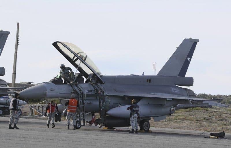 Continúa búsqueda de avión chileno perdido con 38 pasajeros