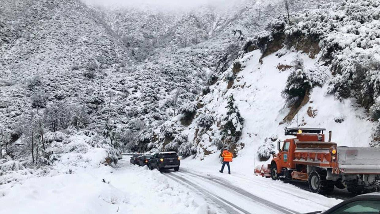 Nueva York alerta de peligros en carreteras por tormentas de nieve