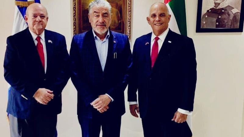 Ángel Canó, integraban la delegación dominicana Oscar de la Maza, del Ministerio de Energía y Minas y el embajador dominicano, José Miguel Soto Jiménez.