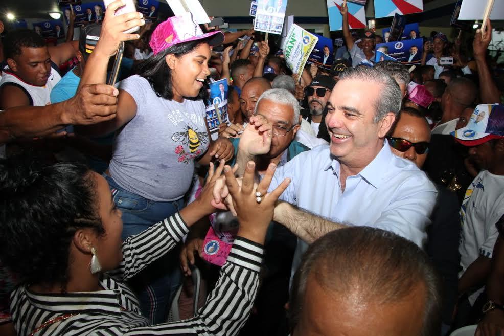 Luis Abinader inicia recorrido por 10 localidades en apoyo a candidatos municipales
