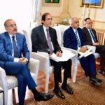 Danilo Medina junto a funcionarios