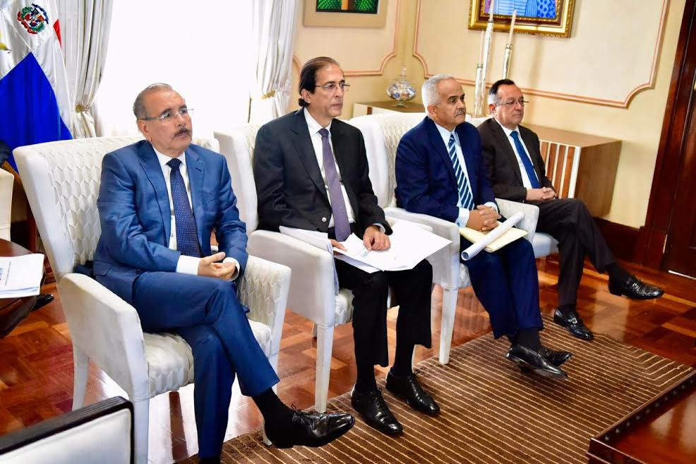 Danilo Medina discute gobernanza del sector agua