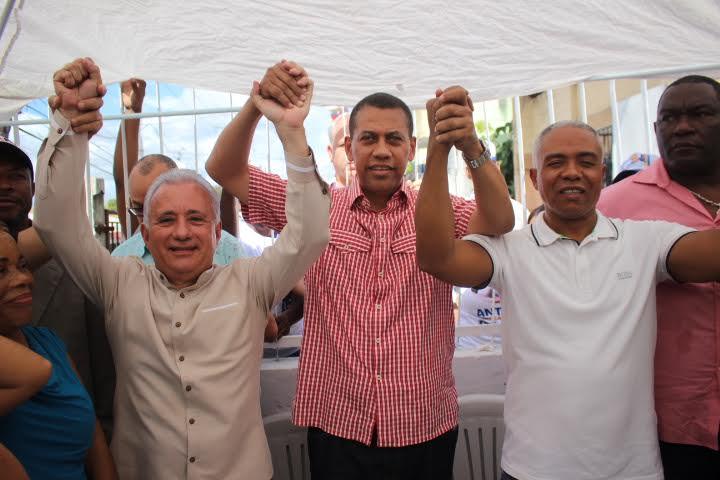 Guido Gómez Mazara anuncia su respaldo a candidato a alcalde por el PRM