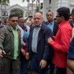 CARACAS (VENEZUELA) 15/01/2020.- El presidente de la Asamblea Nacional Constituyente, Diosdado Cabello (c), llega para dirigir una sesión por el Día del Maestro este miércoles, en el Palacio Federal Legislativo, en Caracas (Venezuela). EFE/ Rayner Peña R.