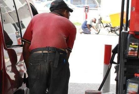 Bajan por segunda semana consecutiva precios de mayoría de combustibles