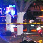 AME5567. CELAYA (MÉXICO), 26/01/2020.- Fotografía del 25 de enero del 2020, que muestra a peritos forenses mexicanos laborando en la zona donde un comando armado ataco y asesinó a siete personas en el municipio de Celaya en el estado de Guanajuato (México). Un comando atacó a un grupo de personas que cenaban en un puesto de tacos callejero la noche de este sábado sobre las calles de Celaya, en el central estado de Guanajuato, matando a siete personas, entre ellos un niño de siete años y una mujer. EFE/Str ATENCIÓN CONTENIDO GRÁFICO