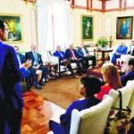 El presidente Danilo Medina discutió con funcionarios del sector y expertos nacionales e internacionales los distintos esquemas de gobernanza del manejo del dominio público del recurso hídrico. La finalidad del encuentro fue establecer un consenso a lo interno del gobierno para proponer al Poder Legislativo una ponderación en la discusión de la Ley de Agua.  Hoy/Fuente Externa 17/01/20