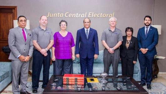 JCE sostiene reunión primera reunión con IFES y Pro V&V para verificación Voto Automatizado