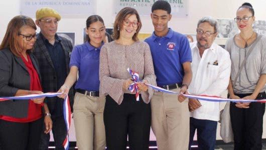 """BIJRD abre Semana de la Juventud con exposición """"Reflejos"""""""