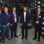 La Misión de Avanzada de la Organización de los Estados Americanos (OEA) realizó este jueves un recorrido por las instalaciones del almacén de Las Colinas, a los fines de observar cómo están almacenados los equipos del Voto Automatizado, el proceso de carga de los inversores de dichos equipos y otros procesos de interés. Fuente externa 23/01/2020