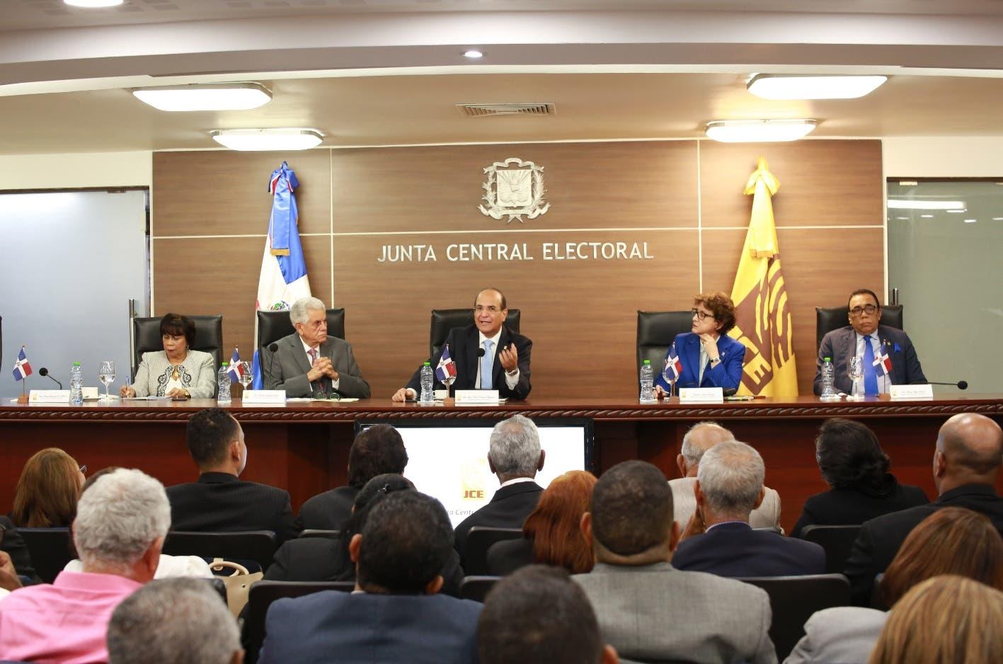 JCE convoca a partidos para tratar voto en el exterior