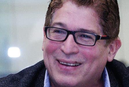 El prsentador Ivan Ruiz, invitado al Coloquio semanal del periodico El Dia. Foto: Elieser Tapia.