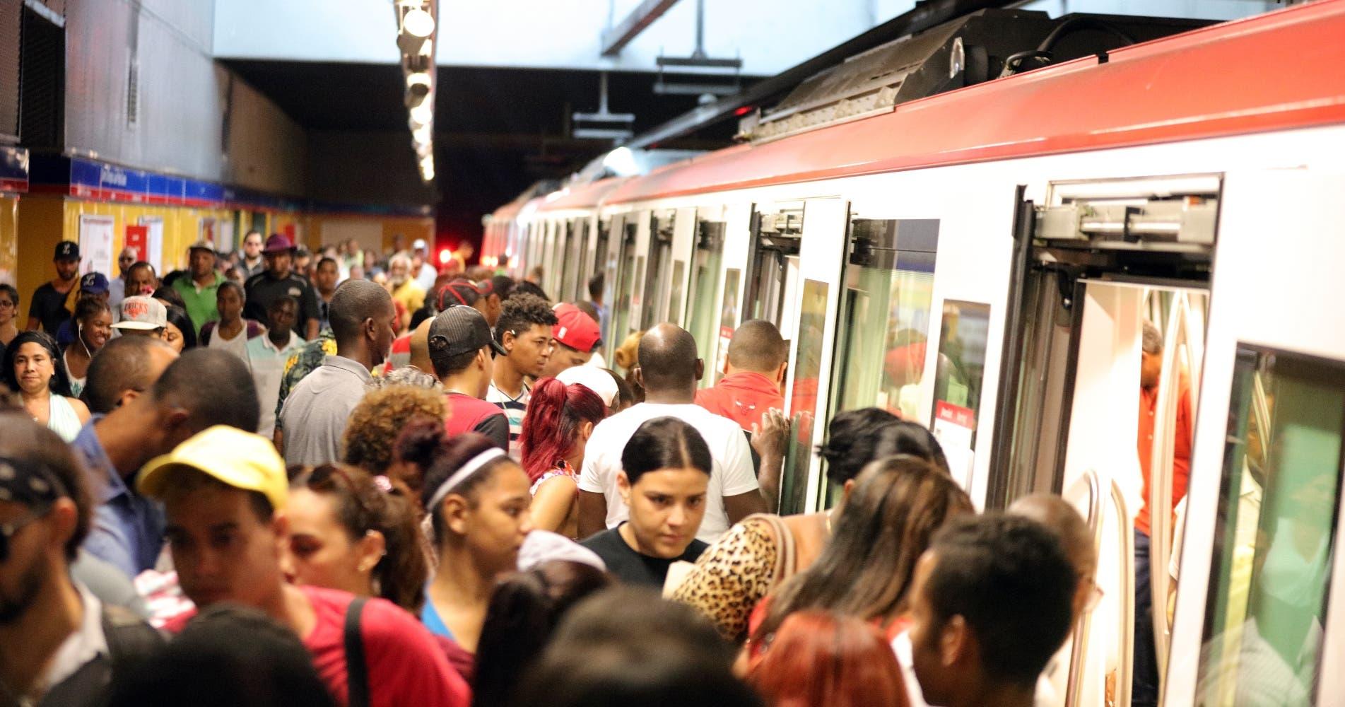 Que tan peligroso es viajar en metro, autobús y avión en tiempo de COVID-19