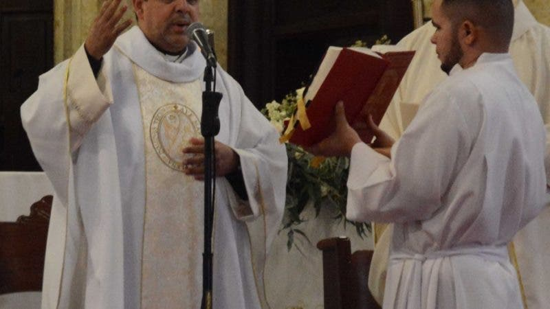 El Padre Nelson Clark, Durante un misa en la en la Catedral primada de América en la Zona Colonia Santo domingo Rep. Dom. 1 de Enero del 2020. Foto Pedro Sosa