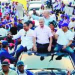 Gonzalo Castillo realizo una marcha caravana por algunos varios de Santiago junto a los candidatos a senador y alcalde. Hoy Wilson Aracena