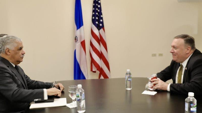 Kingston, Jamaica. – El ministro de Relaciones Exteriores dominicano, Miguel Vargas, sostuvo una reunión con el secretario de Estado de los Estados Unidos (EE. UU.), Michael Pompeo, donde abordaron las relaciones bilaterales.  Hoy/Fuente Externa 22/01/20
