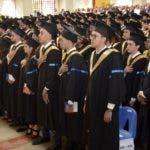 La Pontificia Universidad Católica Madre y Maestra (PUCMM) celebró su Centésima Primera Ceremonia de Graduación del campus de Santiago, en la que fueron investidos 661 graduandos.