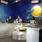 José Vicente Chuan junto al equipo del programa El Sol de los Sábados