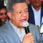 El expresidente Leonel Fernández, quien inauguró este viernes dos locales de Fuerza del Pueblo en Los Alcarrizos y Pedro Brand, aseguró que el pueblo dominicano tiene la esperanza de que la Fuerza del Pueblo dirija los destinos del país.  Hoy/Fuente Externa 17/01/20