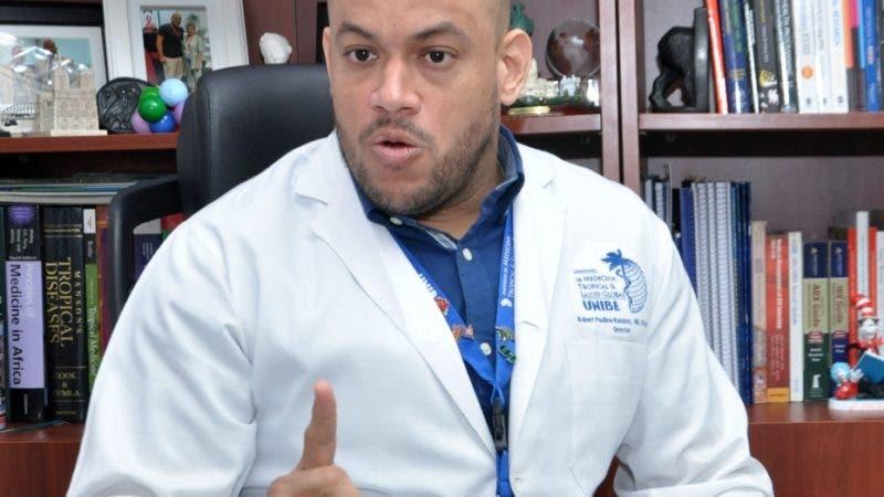 Entrevista al Dr. Robert Paulino Ramírez. Especialista en Micro Biología y Virólogo, en las oficinas de UNIBE, sobre el virus coronavirus. Hoy/Arlenis Castillo/28/01/2020.