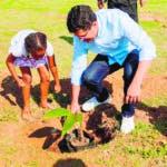 El Ayuntamiento del Distrito Nacional realizó un amplio operativo de siembra de cinco mil árboles en distintos puntos de las tres circunscripciones de la ciudad, en conmemoración del Día Mundial de la Educación Ambiental este fin de semana. Encabezo David Collado alcalde.  Hoy/Fuente Externa 26/01/20