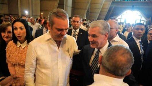 Video: Así fue el abrazo entre Gonzalo Castillo y Luis Abinader en misa por Día de la Altagracia