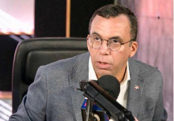 Navarro advierte cambiopropone Luis Abinader es «para atrás»