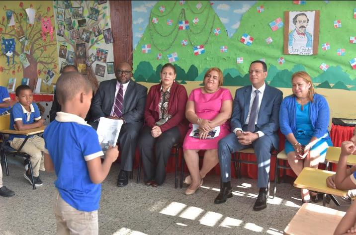 Director de USAID resalta importancia del Plan Leer en las escuelas