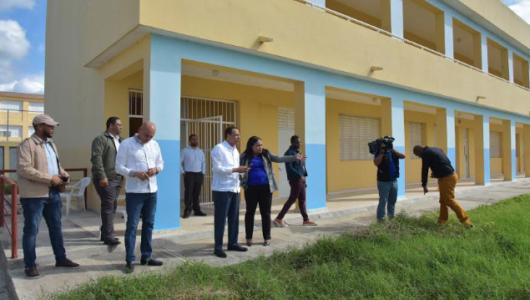 Ministro Educación supervisa escuelas en construcción en provincias Duarte y Hermanas Mirabal