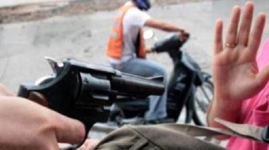 Se presentaron en una motocicleta cubiertos con cascos y mataron un empleado en Santiago