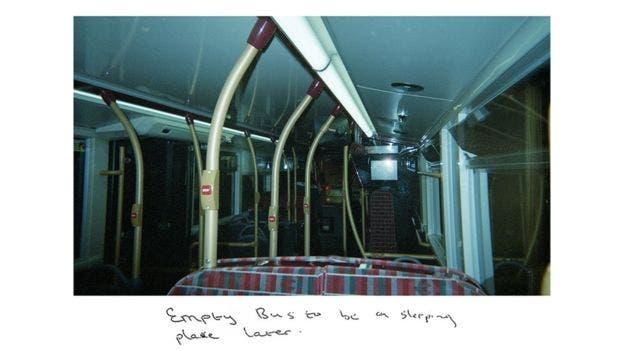 """Un autobús vacío es un sitio para dormir más tarde"""", dice una foto que tomó Sunny."""