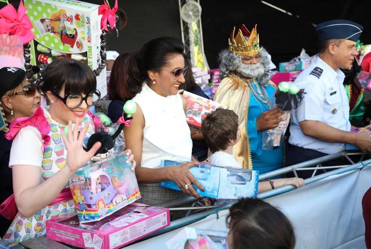 Primera dama inicia entra de 49,500 juguetes en el Robert Reid y la Base Aérea