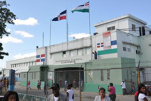 Un recluso muerto y otros dos heridos por cobro de deuda en cárcel de La Victoria