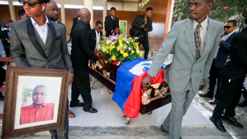Funeral de Charlot Jeudy/AP