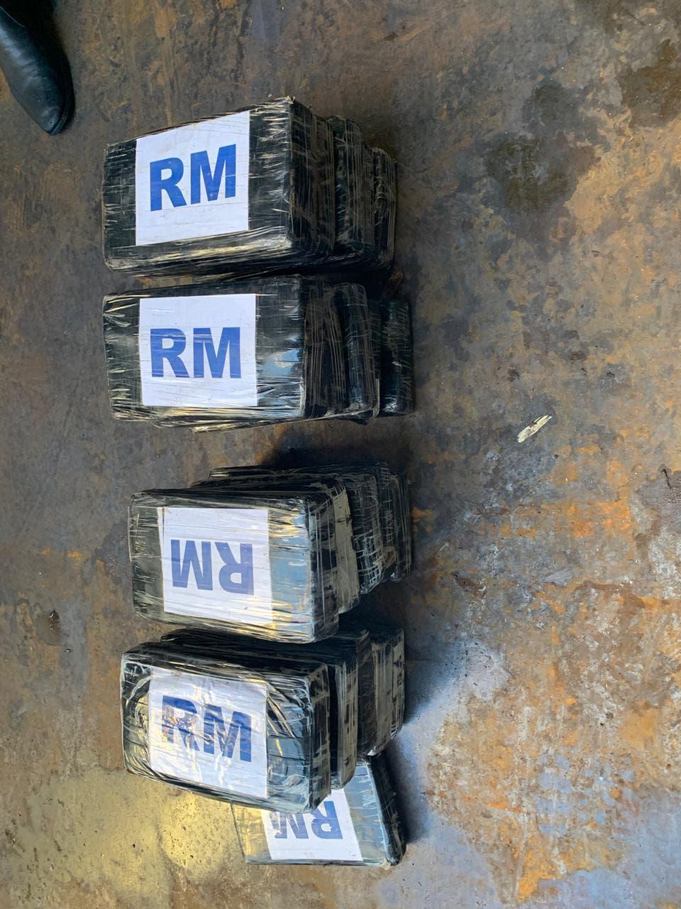 Barco llegó al muelle del río Haina Oriental con 21 paquetes de cocaína envuelto en saco