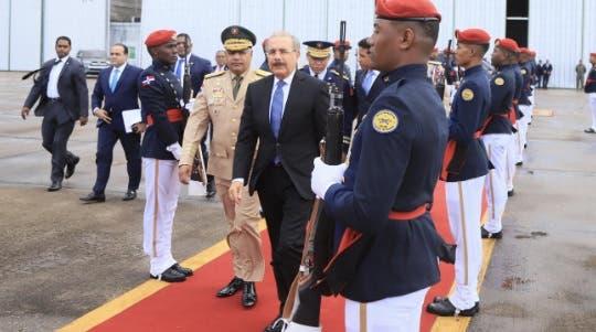 Danilo Medina sale hacia Guatemala para participar en la toma de posesión de Alejandro Giammattei