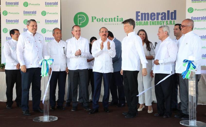 Danilo Medina inaugura parque solar Canoa aportará 25 megavatios