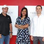 Eduardo Mejia, representante de Tesla_ Elizabeth Manzanillo, representante del Banco Popular_ Carlos Grullon, presidente de Raas Solar.