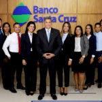 Ejecutivos y empleados de Banco Santa Cruz en Puerto Plata