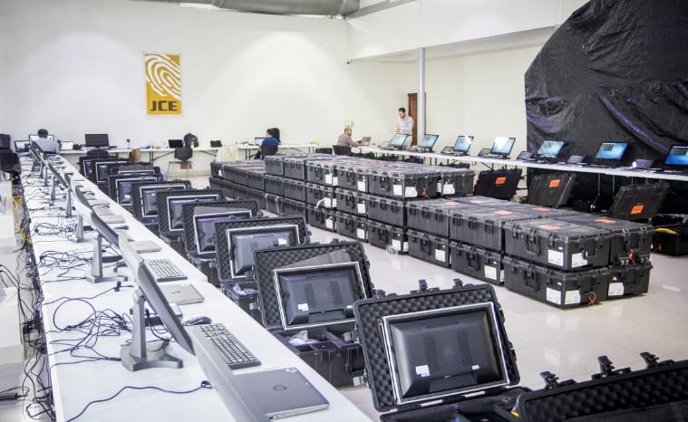 Mira cómo Alhambra Eidos iniciará hoy trabajos de auditoría forense a equipos JCE