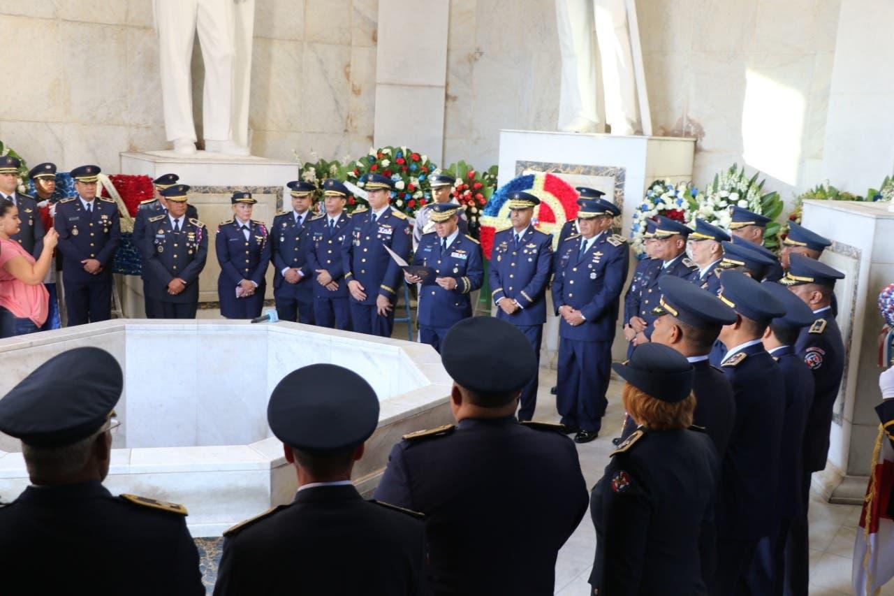 FARD realiza acto de ofrenda floral en el Altar de la Patria por motivo aniversario de la Independencia