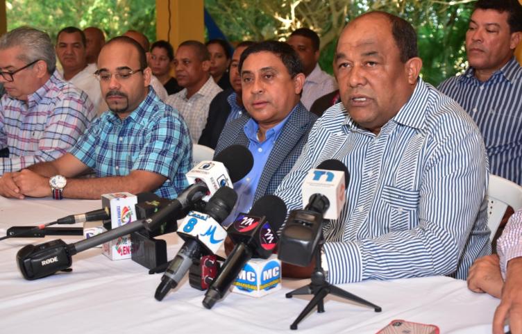 Partidos firman pacto de confraternidad para elecciones en Montecristi