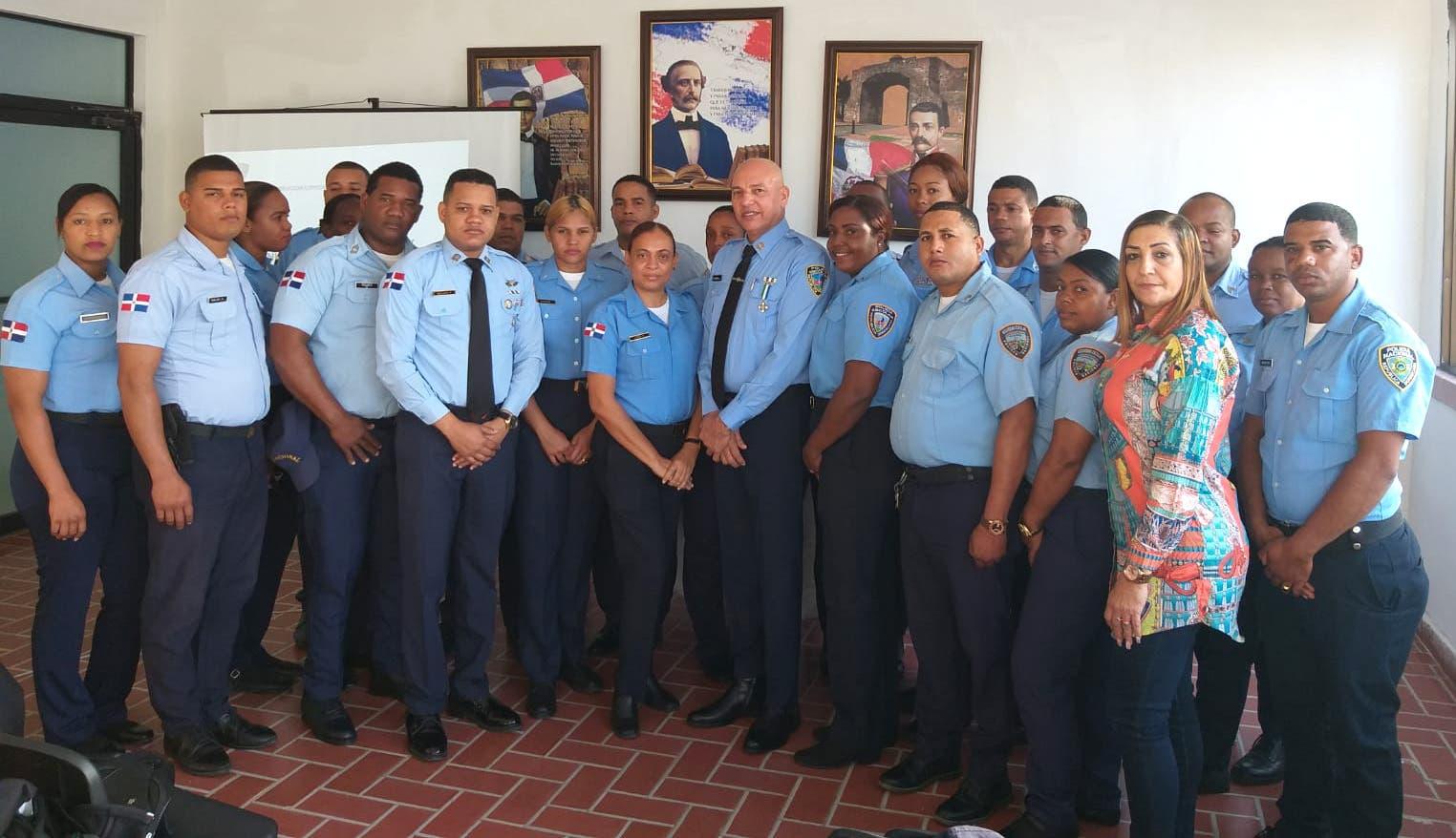 Policía Escolar continúa capacitación de personal para fortalecer seguridad en centros educativos
