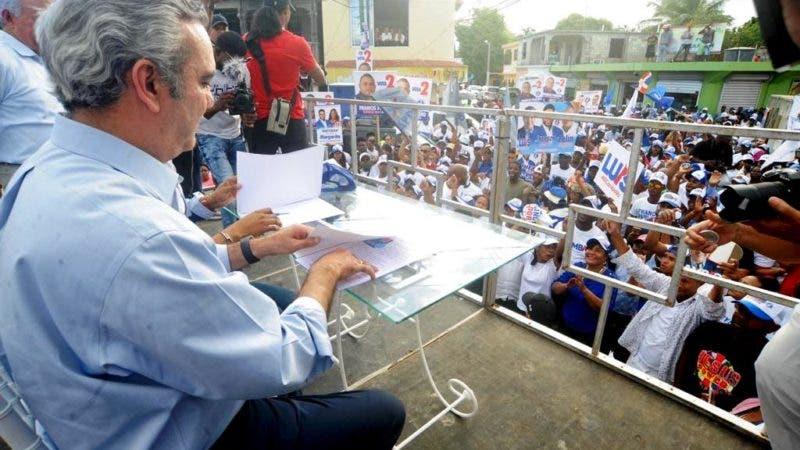 Foto de Luis Abinader y candidato a alcalde BC