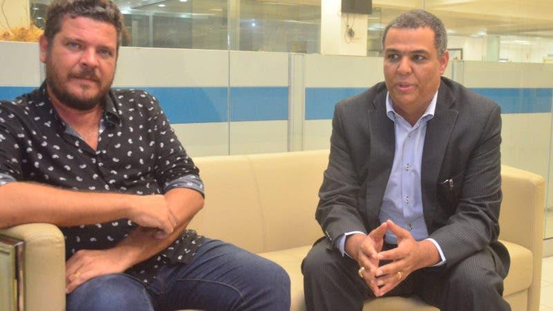 Entrevista  en la Redacción del periódico Hoy Ismar Frango , Dawin Muñoz. Hoy/ Ana Mármol.